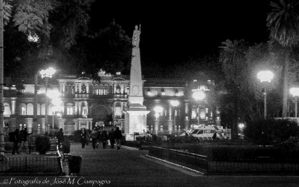 Plaza de Mayo de noche