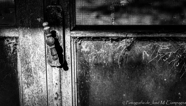 La puerta abandonada