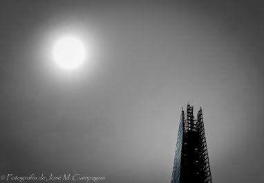 Torre Warf y el sol, Londres, Inglaterra