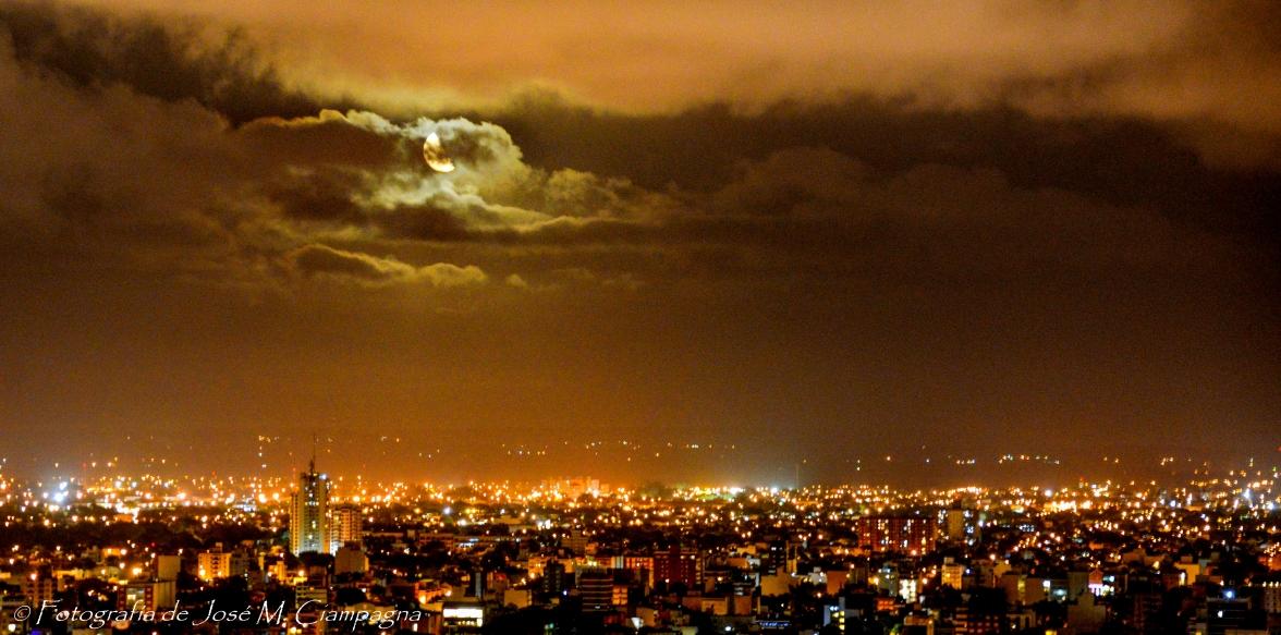Luna. ciudad y tormenta