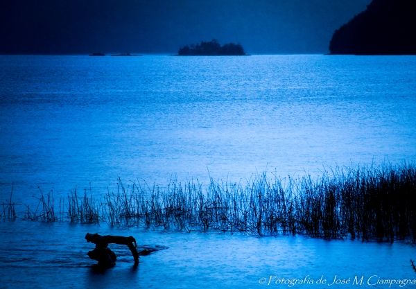 Azul, en el camino de los 7 lagos, Neuquén