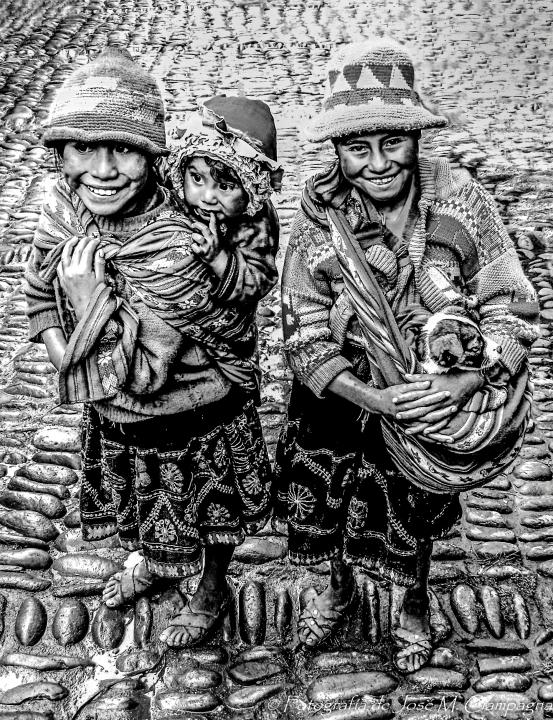 Niños de Pisac, Perú
