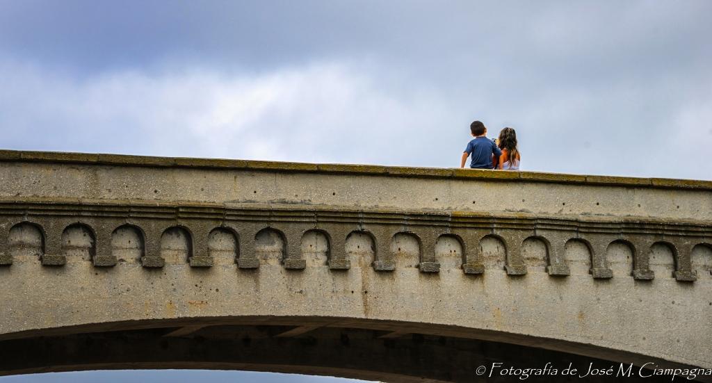 Selfie - Dos niños sacándose una foto en el Torreón del Monje, Mar del Plata. 2013