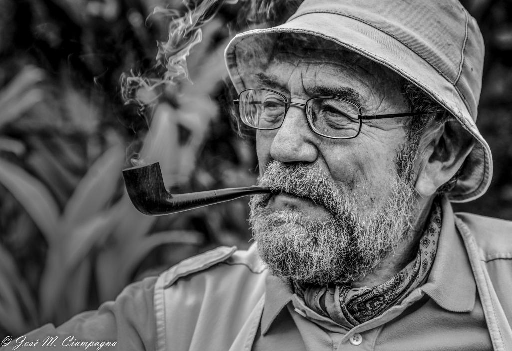 Zoilo fumando