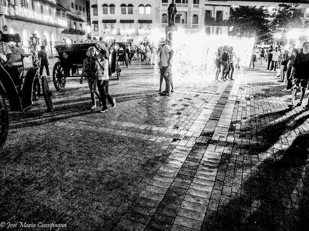 La plaza con luces navideñas