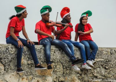 Festejando en la muralla