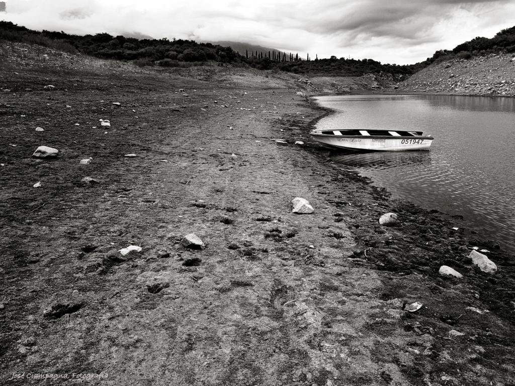 el bote en el lago, Las Rabonas, Traslasierra, Córdoba
