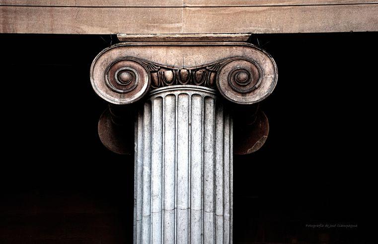 La columna de orden jónico