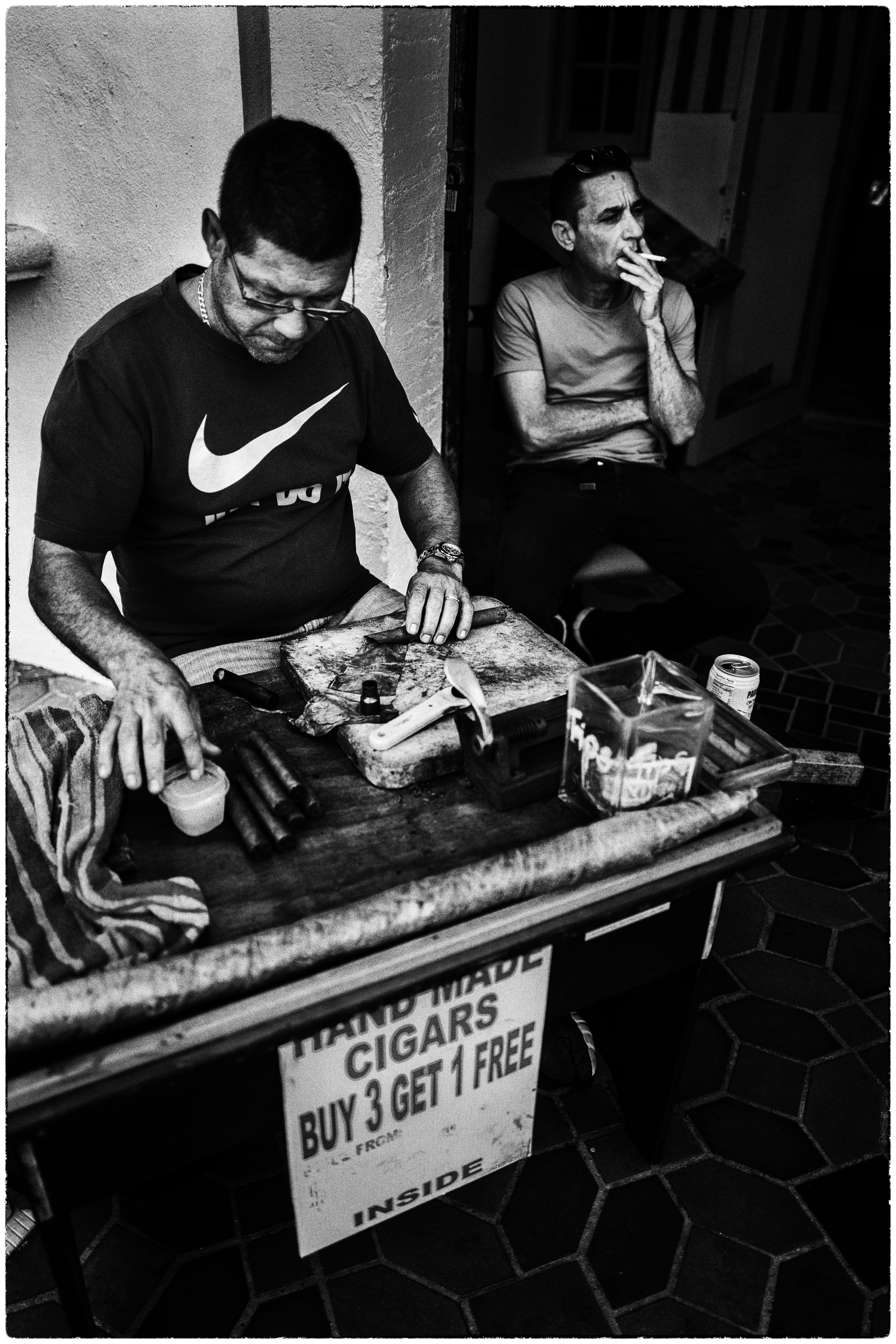 Cigarros cubanos en Ocean Drive