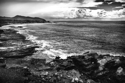 Rocas playa y mar