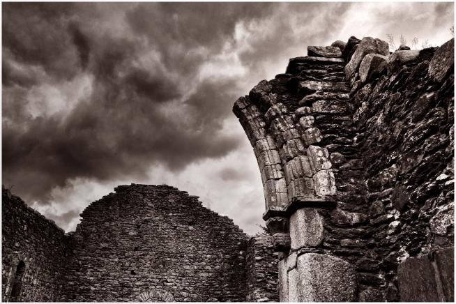 Piedras y nubes de Glendaluogh