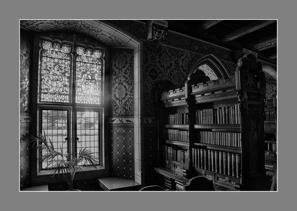 La biblioteca del Castillo de Cardiff, Gales.