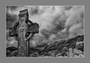 Cruz en Gledalough, Gales