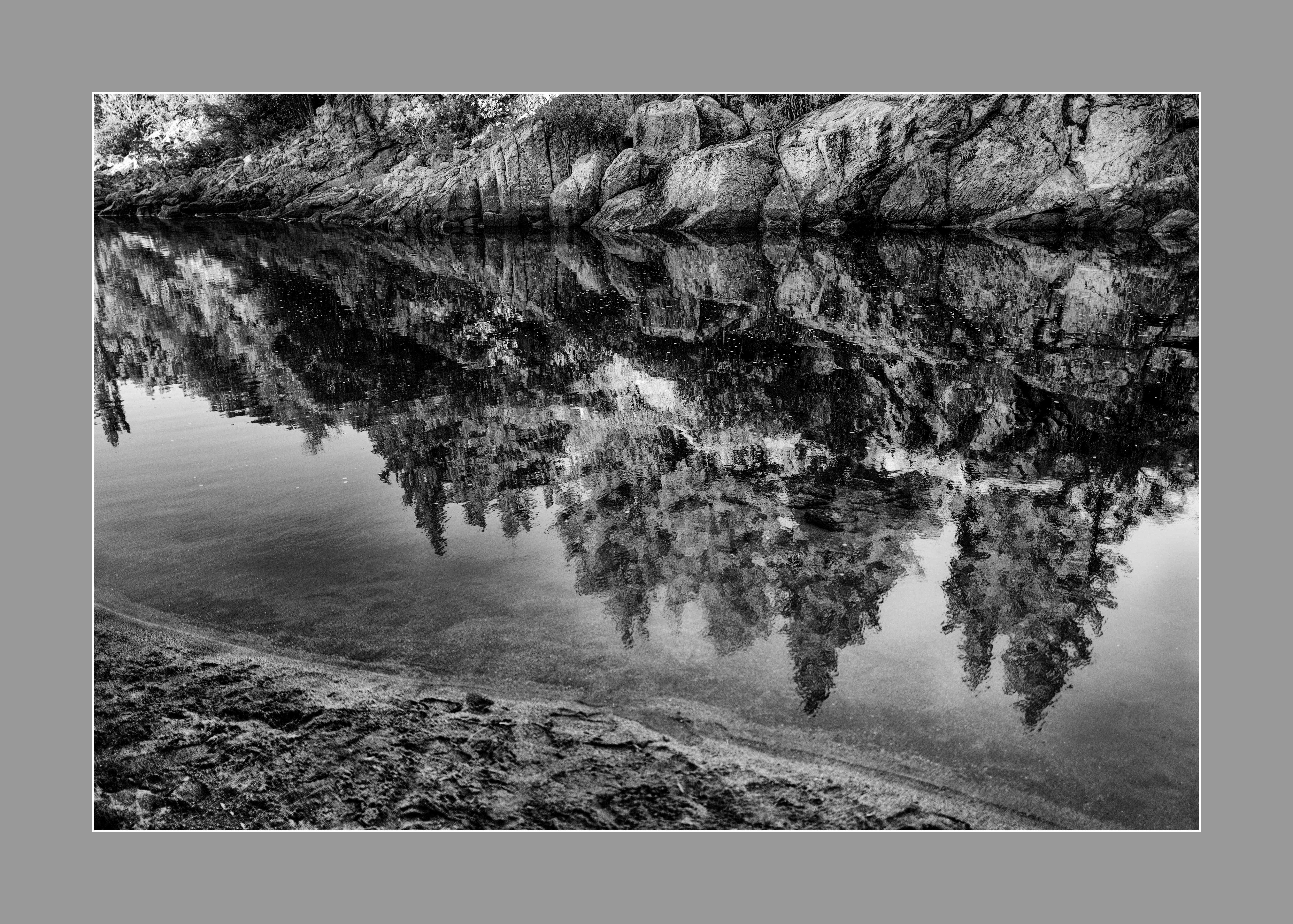 """""""Reflejos en río"""", La olla, Santa Rosa de Calamuchita, Córdoba, Argentina. Enero 2017."""