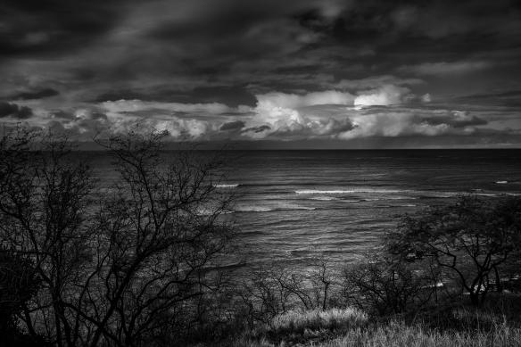 Suaves olas sobre las aguas de Hawaii