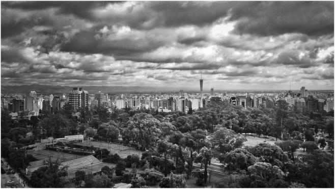 Vista de Córdoba tomadas con un celular moto X desde la torre de Tribunales federales en Parque Sarmiento.
