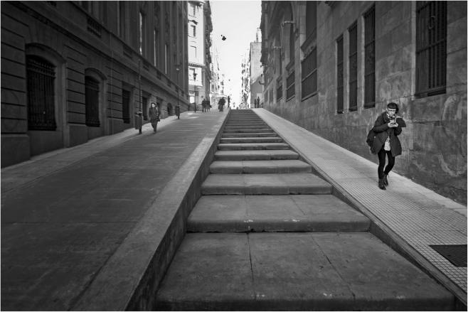 Bajando la calle. Calles de Buenos Aires, Argentina. Agosto 2017