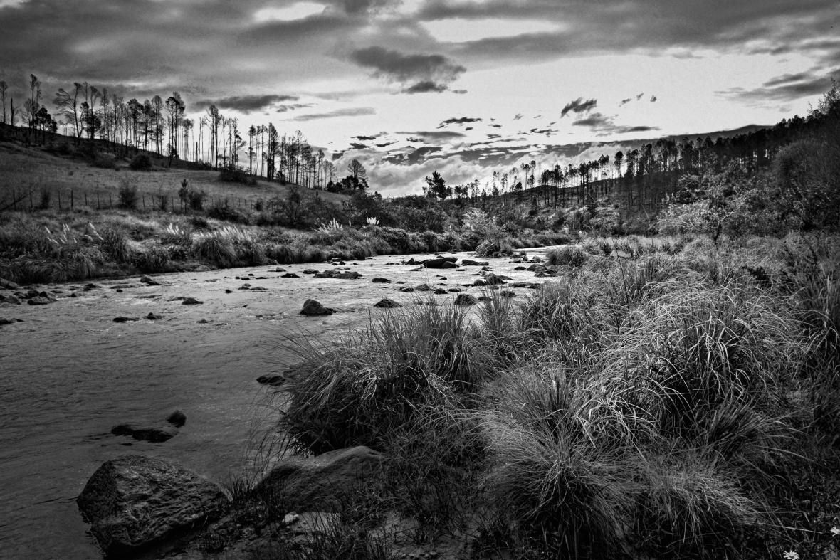Paisaje del río de Athos Pampa,Valle de Calamuchita, Córdoba, Argentina.