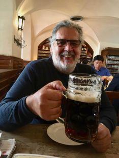 Cazador cazado, en el Interior de la Hofbräuhaus, Munich , Baviera, Alemania