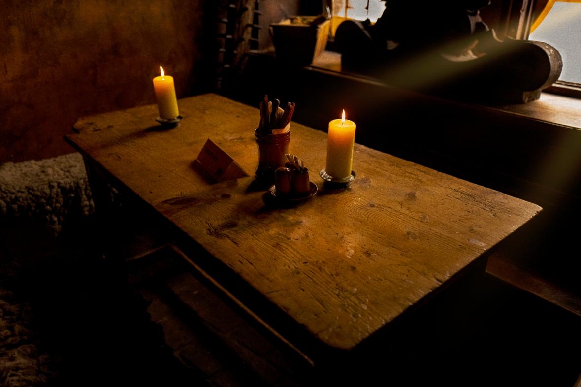 """""""Bodegón"""", U krále Brabantshého (pub, para algunos el más viejo de Praga, Camino al Castillo, Pragha, Checoslovaquia"""