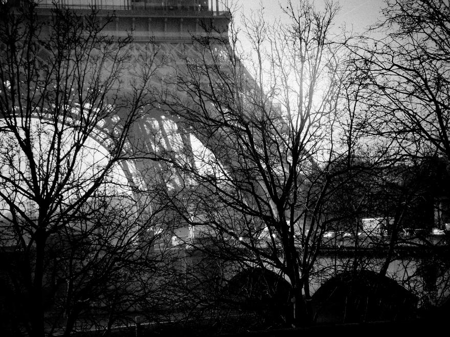 La torre Eiffel en el fondo, símbolo de París y Francia.