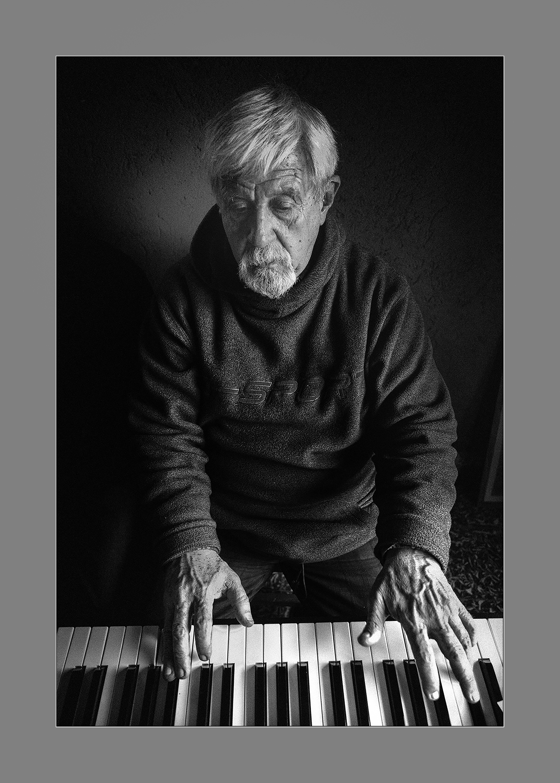 Las manos sobre el piano